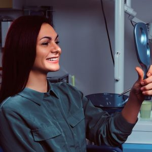 4 causas de la sonrisa gingival